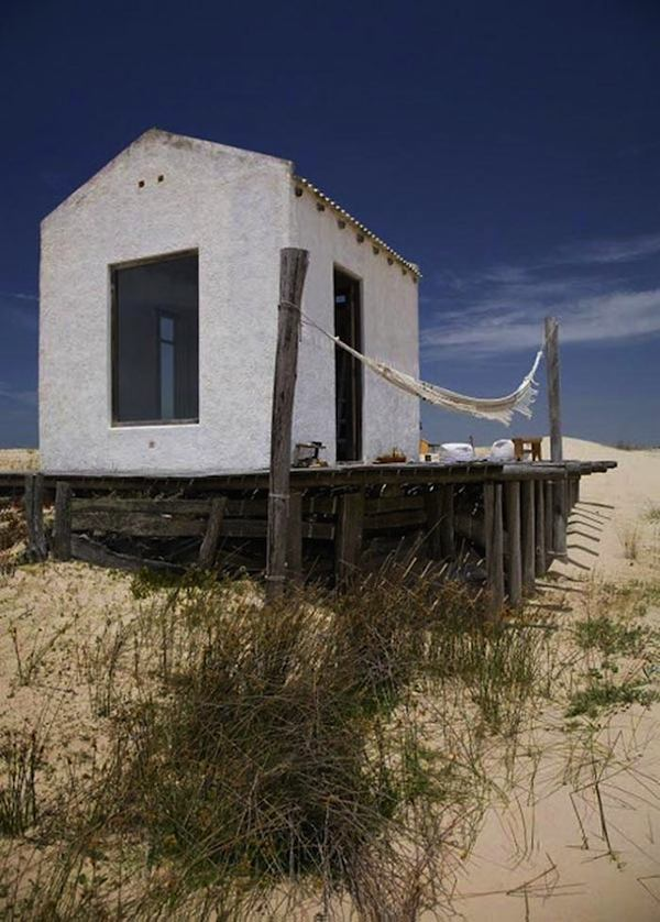 tiny-house-on-the-beach-in-uruguay-001