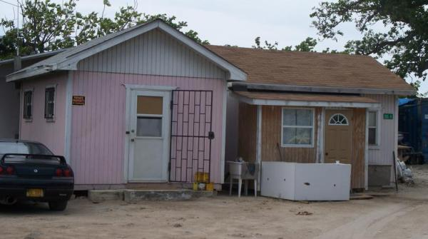 tiny-houses-pink-01