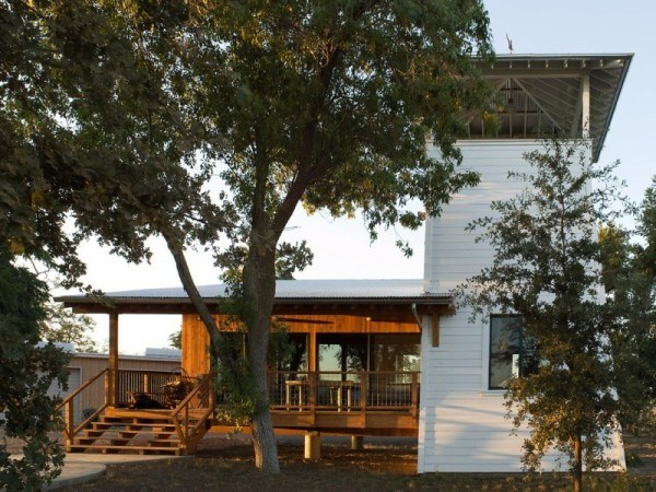 tiny-lighthouse-cabin-butler-armsden-architects-yolo-county-cabin-002