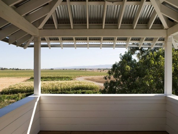 tiny-lighthouse-cabin-butler-armsden-architects-yolo-county-cabin-008