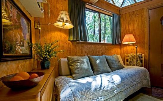 tiny-mushroom-dome-cabin-inside