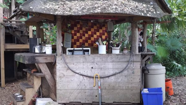 tiny-tree-house-on-farm-miami-005