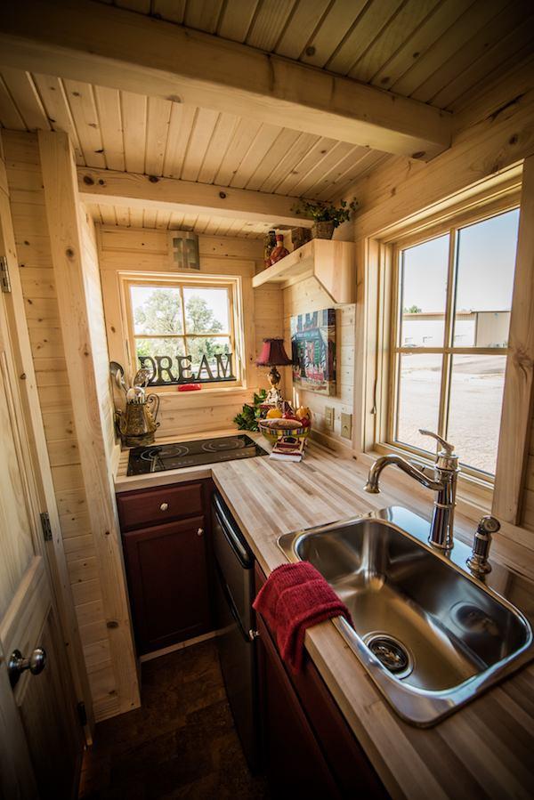 tumbleweed-elm-18-overlook-117-sq-ft-tiny-house-on-wheels-0013