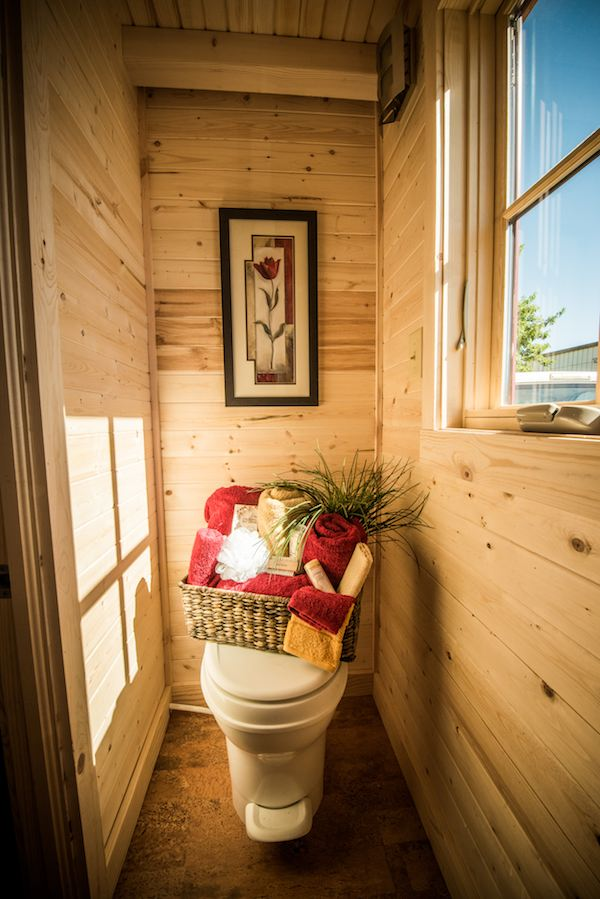 tumbleweed-elm-18-overlook-117-sq-ft-tiny-house-on-wheels-0020