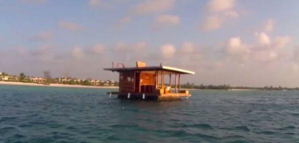 underwater-tiny-floating-house-01