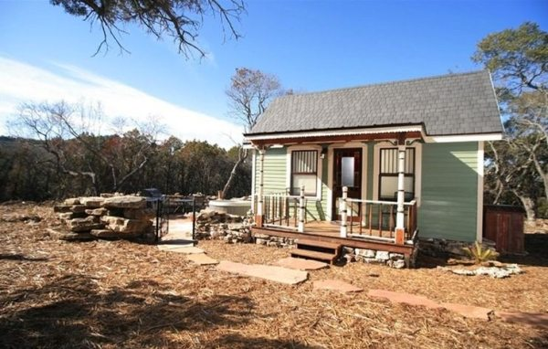 victorian-tiny-texas-house-cottage-vacation-0002