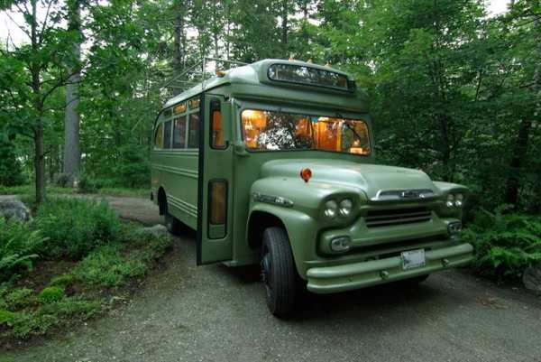viking-short-bus-conversion-turned-to-cabin-on-wheels-by-winkarch-0011