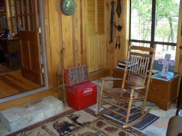villa-big-retired-army-generals-tiny-cabin-office-get-away-0028
