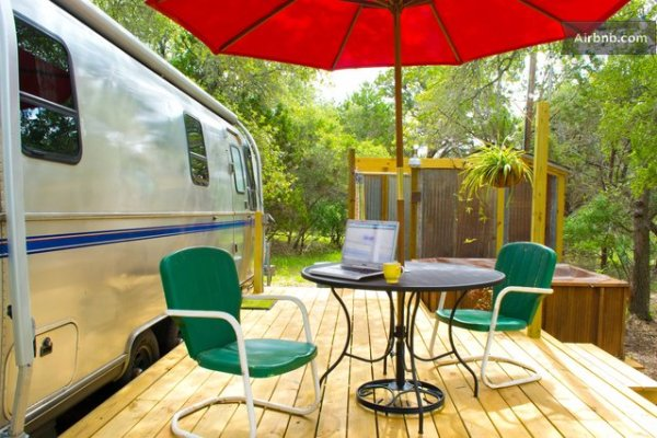 vintage-airstream-tiny-house-with-deck-conversion-003