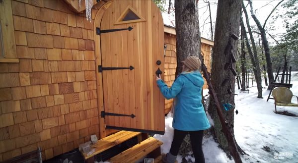 woman-living-simply-in-pinafore-tiny-house-by-tiny-house-giant-journey-001