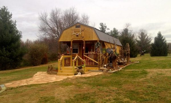 womans-300-sq-ft-tiny-cabin-in-southern-indiana-001
