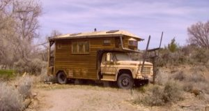 zephyr-del-pino-woman-living-simply-in-housetruck-30-years-003