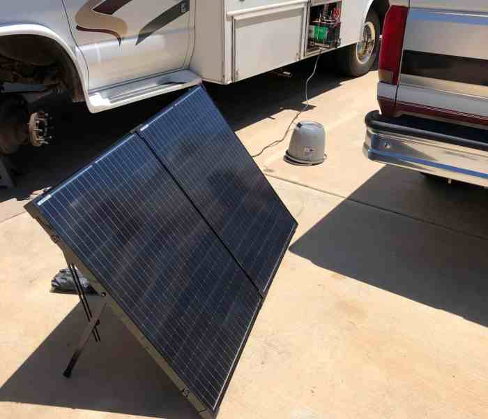 Renogy 200W Monocrystalline Foldable Solar Suitcase with Charge Controller