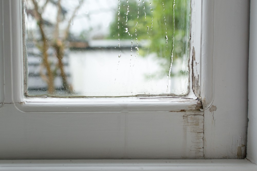 How To Repair Leaking Windows During Rain - Tiny Spaces Living