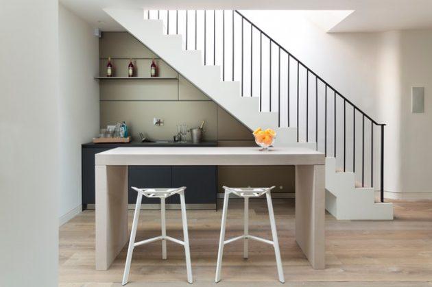 contoh peletakan meja bawah tangga rumah