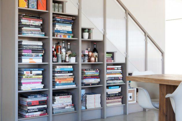 rak buku bawah tangga interior