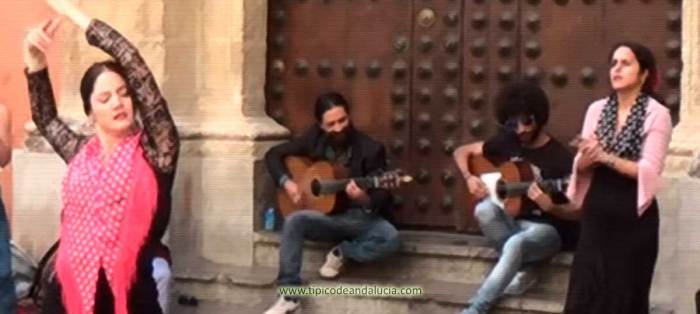 el flamenco es de las cosas más típicas (si no la que más) de Andalucía