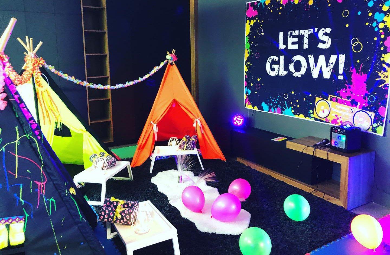 fête d'enfant Neon tipi