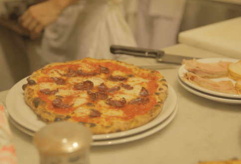 Bergamasca - pizza serving