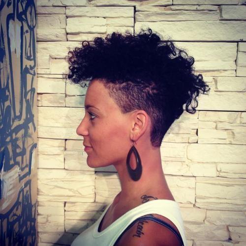 Inspirações de cortes para cabelos crespos e cacheados femininos
