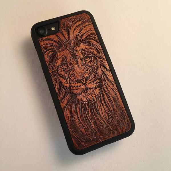 Деревянный чехол для iPhone с гравировкой
