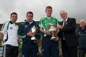 Comorotas Beirte (Pairs) winners Gerry Fallon and James Skehill being presented with their trophies