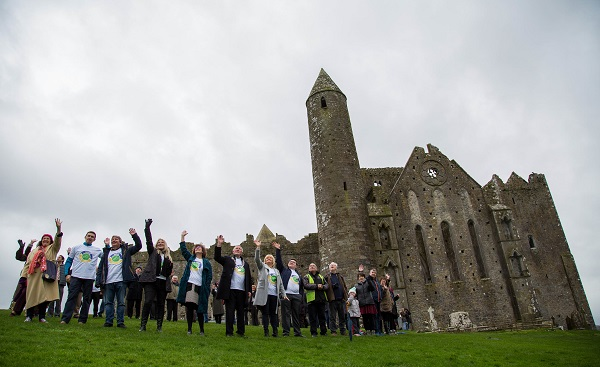 The heritage town of Cashel in County Tipperary is moving towards a cleaner, greener future as it begins the process to become Ireland's first Zero Waste town. 'Towards Zero Waste Cashel' is an 18-month pilot initiative which promotes reducing waste and repairing and repurposing items, and was officially launched today (Thursday) at the historic Rock of Cashel. Picture: Alan Place