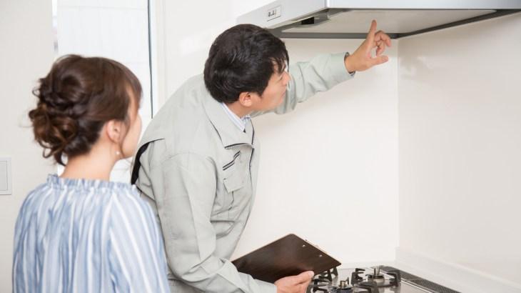 換気扇のフィルターに目詰まりする油汚れは粉の重曹をふりかけて