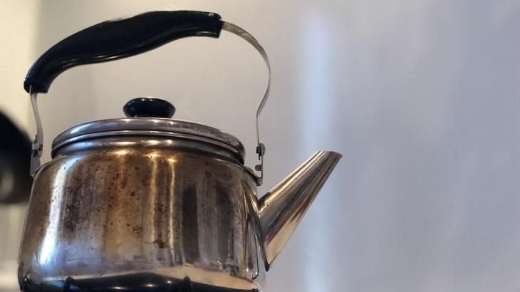 【電気ケトルの掃除方法】黒い斑点が気になる時の汚れの落とし方