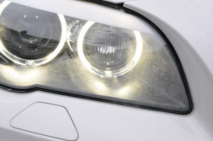 Kaca Lampu Mobil Mengembun