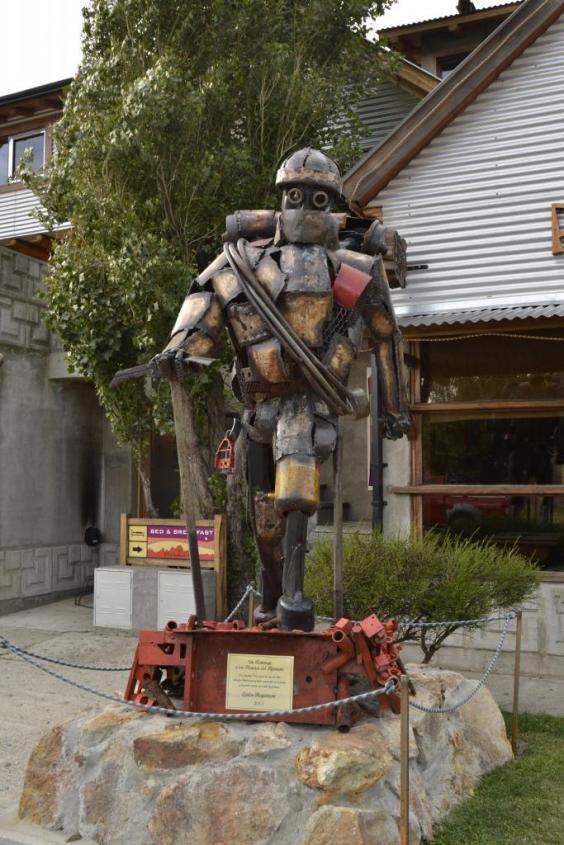 Statua riciclata nel centro di El Chalten