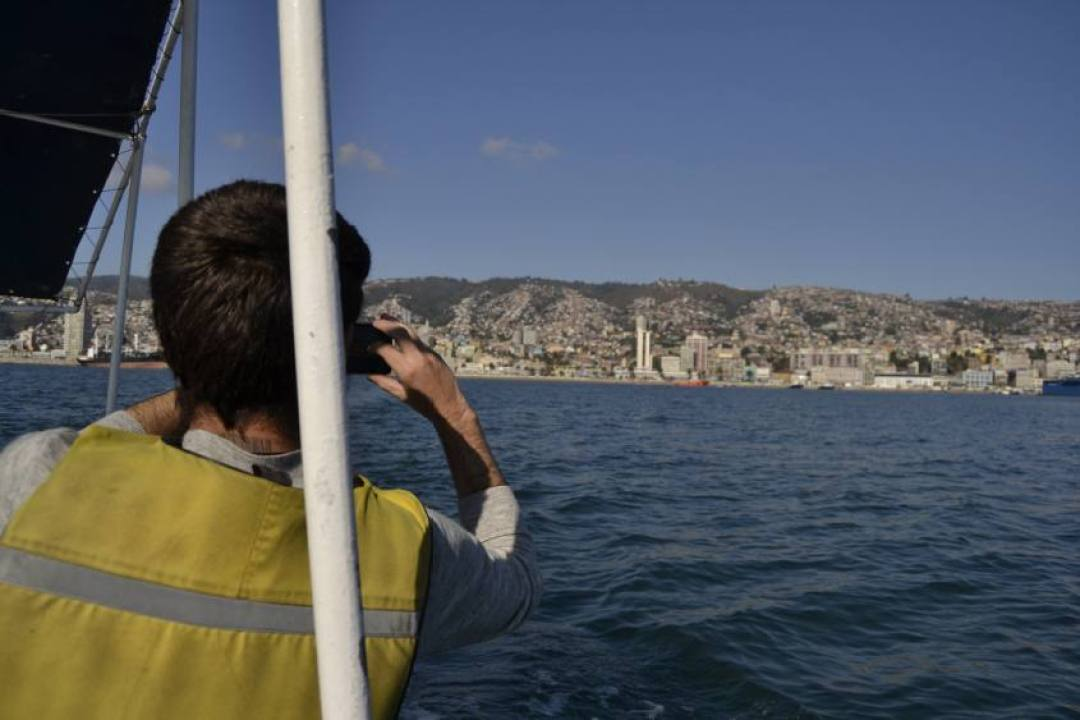 Escursione in barca con vista di Valparaiso dall'oceano