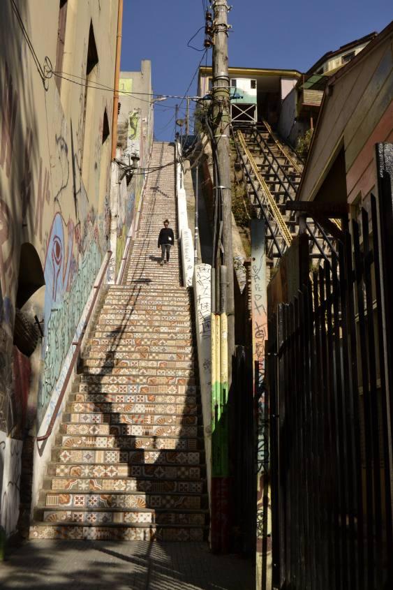 Calssica scalinata nella città di Valparaiso in Cile