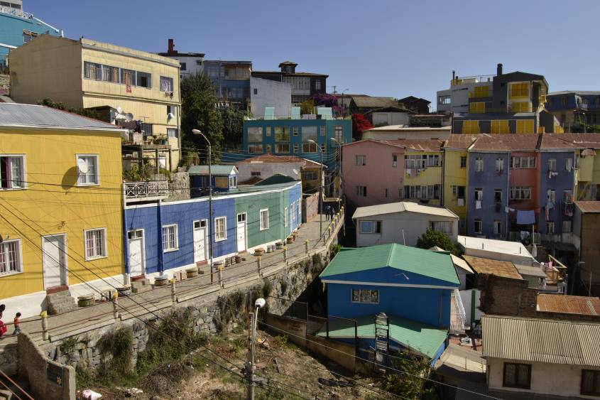 Punto panoramico sulle case colorate di Valparaiso in Cile