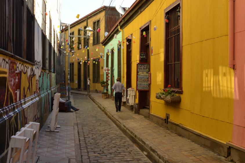I vicoli colorati di Valparaiso in Cile