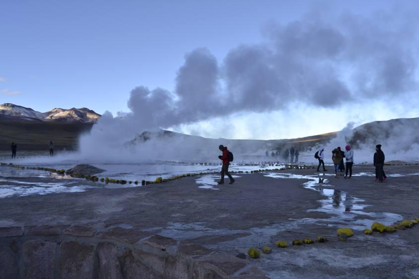 Sorgenti di acqua bollente ai Geyser del Tatio nel deserto di Atacama in Cile