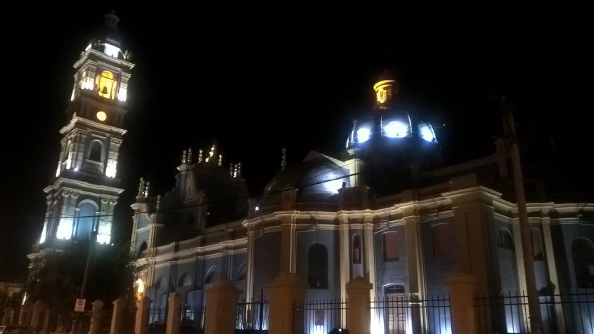 Chiese colorate di notte a Salta la Linda in Argentina