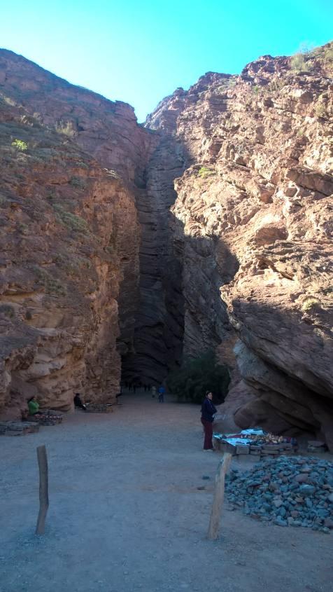 L'esterno dell'Anfiteatro Naturale nel tour da Salta a Cafayate in Argentina