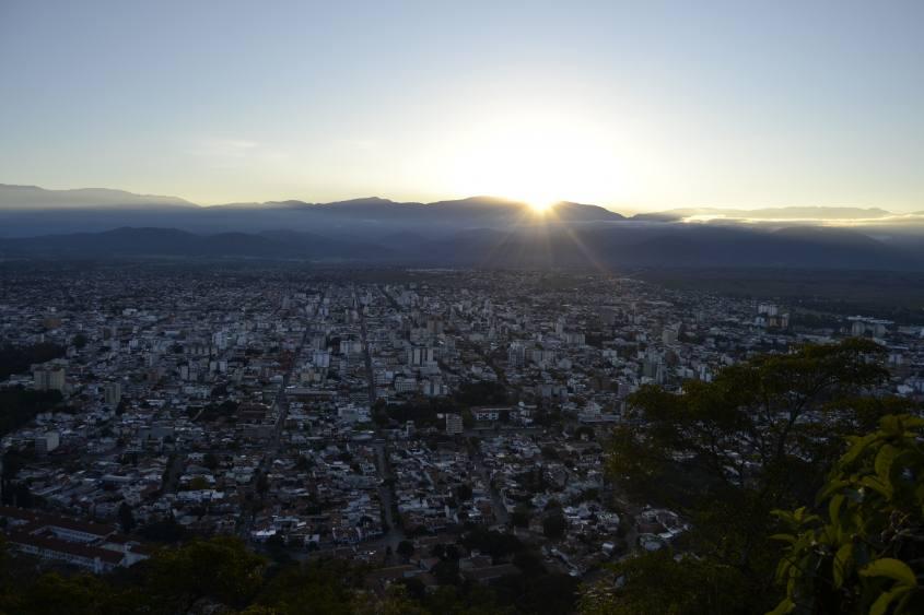 Tramonto con vista dal punto panoramico Cerro San Bernardo a Salta in Argentina