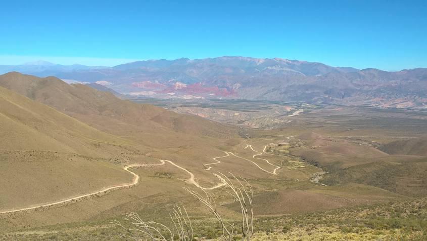 La terribile strada tutta curve che da Tilcara porta all'Hornocal in Argentina