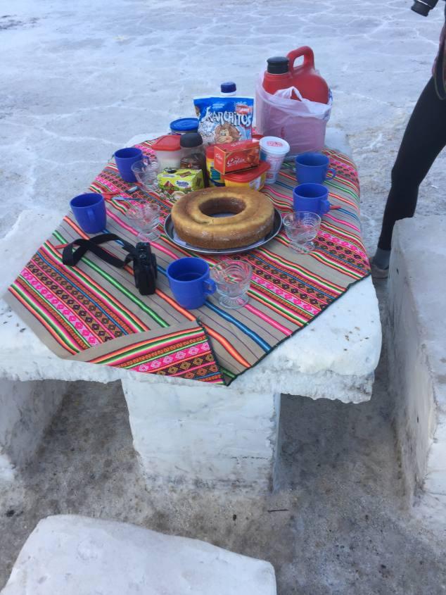 Colazione nel Salar di Uyuni in Bolivia