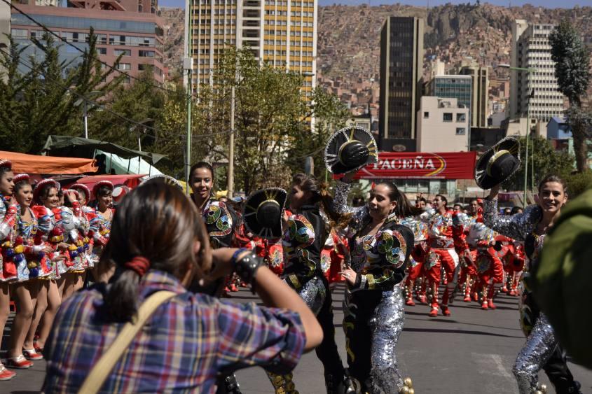 """Sfilata di maschere e balli in strada per il patrono di La Paz """"El Gran Poder"""" in Bolivia"""