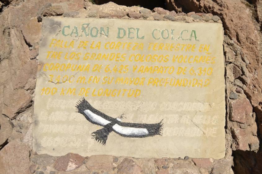 Iscrizione su roccia alla croce del condor nel Canyon del Colca