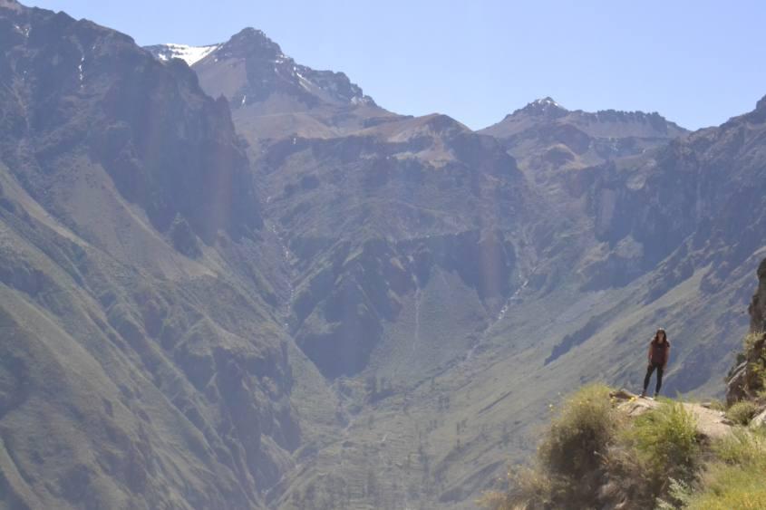Strapiombo con vista del Canyon del Colca nel trekking al suo interno