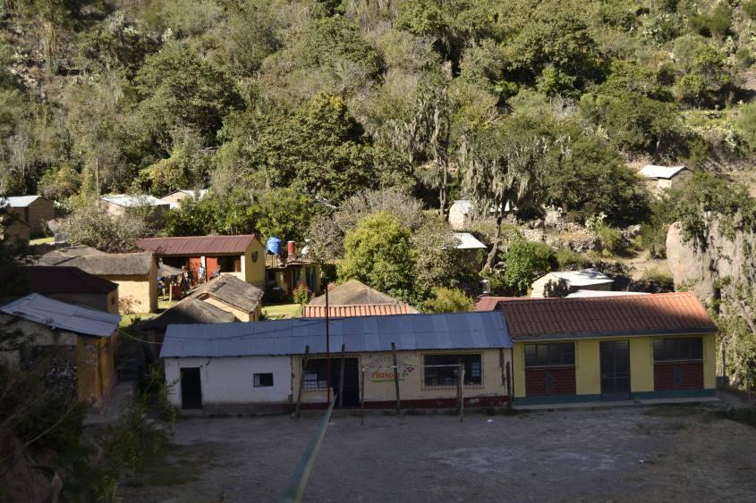 Una scuola primaria in un villaggio all'interno del Canyon del Colca in Perù