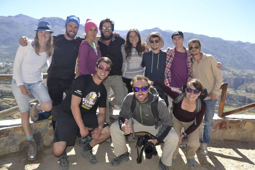 Gruppo del tour del trekking di due giorni all'interno del Canyon del Colca in Perù