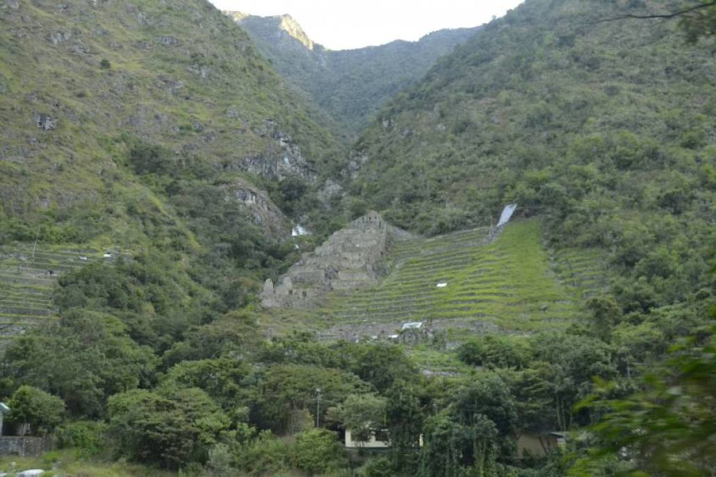 Terrazze in viaggio verso Machu Picchu in treno