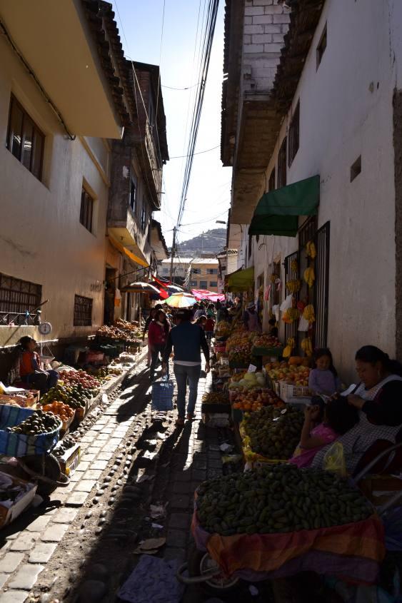 Il mercato di San Pedro nel centro storico di Cusco