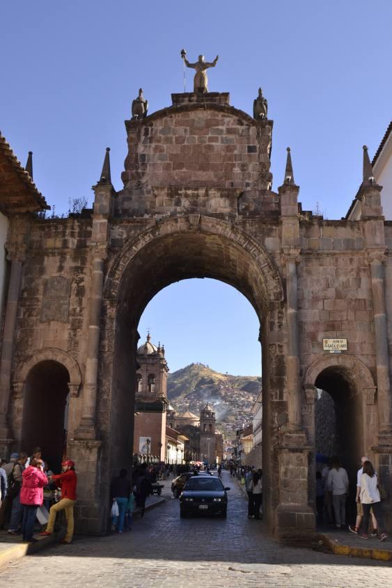 Arco Santa Clara nel centro storico di Cusco in Perù