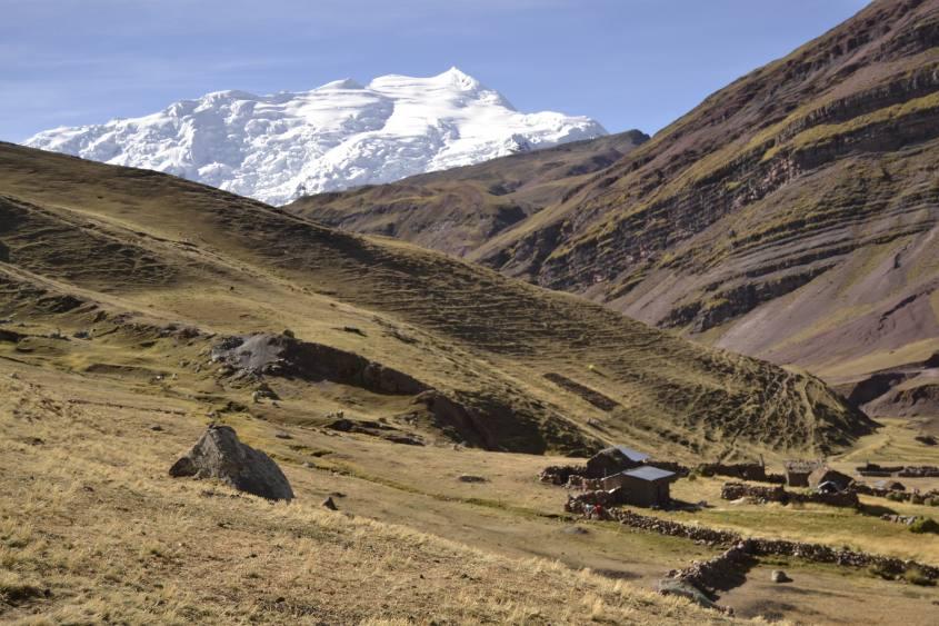 Vista del ghiacciaio Ausangate durante il ritorno dalla montagna Vinicunca